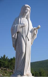 Statue de Marie sur la colline des apparitions (Podbrdo)